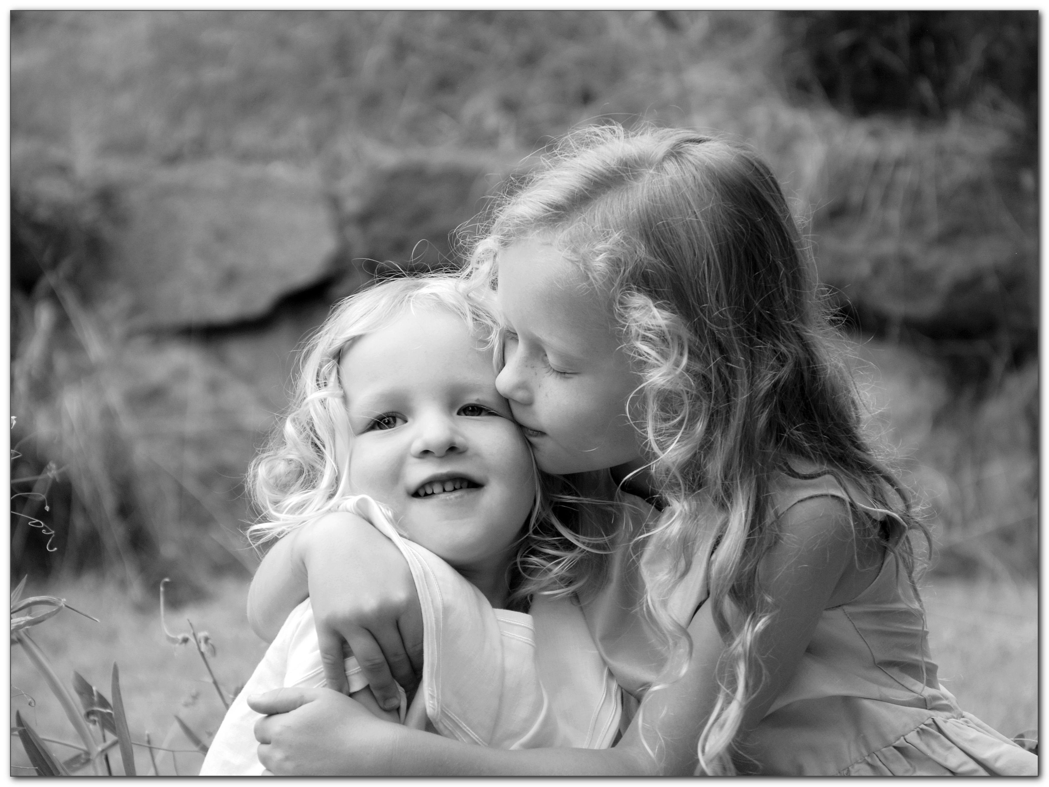 barnporträtt i svartvit